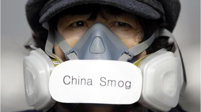 cinese con maschera ossigeno